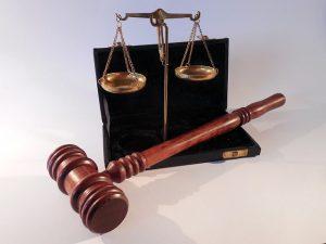 תרגום משפטי פטיש ומאזניים