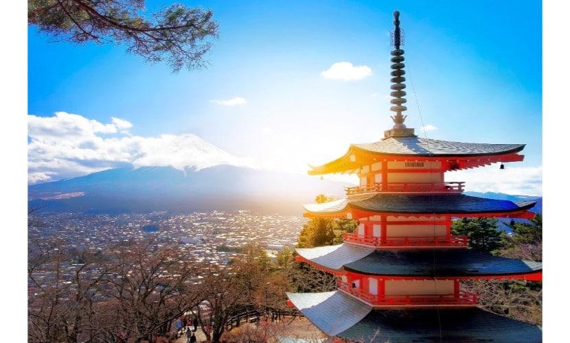 תרגום ליפנית - תמונה של מבנה על רקע ביפן